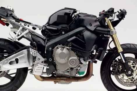 146_05_18zoom+2005_honda_cbr600rr+chassis_engine